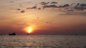 Brennendes orange Sonnenaufgang-Zeitspanne-Klipp Asien stock footage