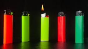 Brennendes Zigarettenfeuerzeug Stockfotografie