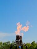 Brenner, zum des Ballons auf blauem Himmel zu steuern Stockfotografie