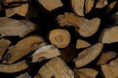 Brennholz auf der Stra?e lizenzfreie stockfotografie