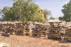 Brennholz in den Bündeln lizenzfreies stockbild