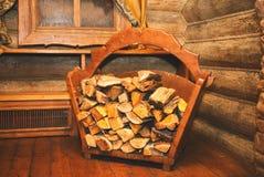 Brennholz für abfeuernden Ofen, Kamin und Bad Stockfotografie