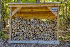 Brennholz für das Kampieren Stockbild