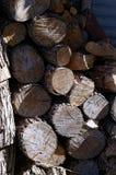 Brennholz für ein großes Feuer stockbild
