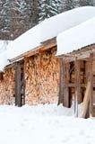 Brennholz im Kabinendach lizenzfreie stockbilder