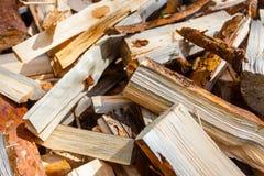 Brennholzstapelnahaufnahme Woodpilemakro Natürliche Energie stockfotos