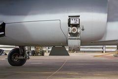 Brennstoffaufnahme von Flugzeugen Stockbilder