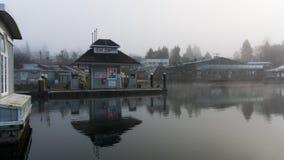 Brennstoffaufnahmestation auf einem kalten, noch Morgen Stockbild