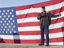 Brent Regan parle au rassemblement. Photo stock