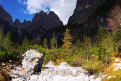 Brenta白云岩在美好的秋天天 免版税库存图片
