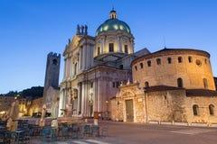 Brescia - i DOM a crepuscolo di mattina (duomo Nuovo e duomo Vecchio) Fotografia Stock Libera da Diritti