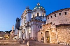 Brescia - i DOM a crepuscolo di sera & a x28; Duomo Nuovo e duomo Vecchio& x29; Fotografia Stock Libera da Diritti
