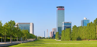 Brescia - il panorama del parco di Parco Tarello e di alte costruzioni moderne Immagini Stock Libere da Diritti