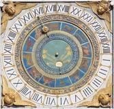 BRESCIA, ITALIË, 2016: De klok van de torenzon op Piazza het vierkant van de dellaloggia Stock Foto
