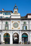 BRESCIA, ITALIË - MEI 20, 2016: De klok van de torenzon op Piazza het vierkant van de dellaloggia Royalty-vrije Stock Fotografie