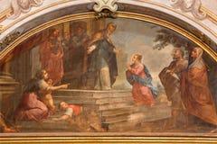 BRESCIA, ITALIA - 21 DE MAYO DE 2016: La pintura de la presentación de la Virgen María en los di Santa Maria della Carita de Chie Foto de archivo