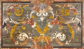 BRESCIA, ITALIA, 2016: L'altare floreale di pietra del lato del mosaico in chiesa Chiesa di San Francesco su d& x27; Assisi dall' Fotografia Stock Libera da Diritti