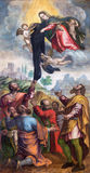 BRESCIA, ITALIA, 2016: La Virgen Mari da la ropa negra a los criados de Maria en la iglesia Chiesa di San Alessandro Imágenes de archivo libres de regalías