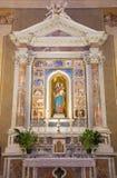 BRESCIA, ITALIA - 22 MAGGIO 2016: L'altare laterale di Madonna del rosario in Di Christo Re di Chiesa della chiesa Fotografia Stock Libera da Diritti