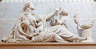 BRESCIA, ITALIE, 2016 : La statue de compassion sur la tombe de l'évêque G M Nava dans le Duomo Nuovo Photo stock