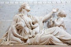 BRESCIA, ITALIE, 2016 : Le détail de la statue de compassion sur la tombe de l'évêque G M Nava dans le Duomo Nuovo par Gaetano Mo Image libre de droits
