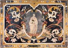 BRESCIA ITALIEN, 2016: Den barocka mosaiken med Stet Peter på sidoaltaret i kyrklig Chiesa di San Francesco d& x27; Assisi Arkivfoton