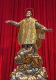 BRESCIA ITALIEN - MAJ 22, 2016: Metallstatyn av Filip Neri i kyrkliga Chiesa di Santa Maria della Pace Royaltyfri Bild