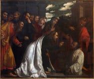 BRESCIA ITALIEN, 2016: Målningen av uppståndelsen av Lazarus i kyrkliga Chiesa di San Giovanni Evangelista Arkivbilder