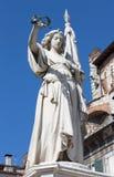 Brescia - la statua della vittoria come il memoriale della guerra italiana ancora Austria con quadrato della loggia di della piaz Fotografia Stock