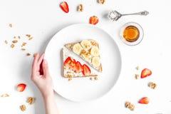 Breskfast da aptidão com opinião superior do fundo branco caseiro da tabela dos sanduíches foto de stock royalty free