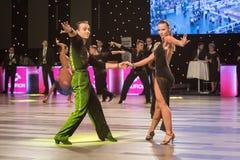 Breslau, Polen - 14. Mai 2016: Ein tanzender lateinischer Tanz der nicht identifizierten Tanzpaare während Welttanz-Sport-Vereini Stockfotos