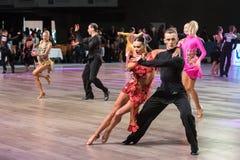 Breslau, Polen - 14. Mai 2016: Ein tanzender lateinischer Tanz der nicht identifizierten Tanzpaare während Welttanz-Sport-Vereini Lizenzfreie Stockfotos
