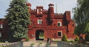 Brest, Belarus Façade extérieure extérieure des portes de porte de Kholm de la forteresse de Brest Héros complexe commémoratif de banque de vidéos