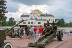 BREST BIAŁORUŚ, LIPIEC, - 28, 2018: Starzy granatników czasy Drugi wojna światowa w Brest fortecy Białoruś zdjęcie royalty free