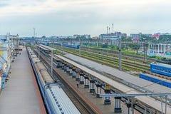 Bresta, Bielorrússia - 30 de julho de 2018: Plataformas da estação de trem de Bresta, central de Bresta, estação de trem de Brest imagens de stock royalty free