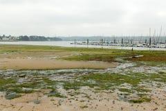 Bresta, França oceano da maré baixa do 28 de maio de 2018 e iate Fotos de Stock