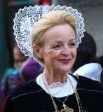 Breton kvinna i traditionell klänning Arkivbilder