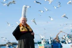 Bretonische Frauen mit Kopfschmuck in Bretagne Stockbild