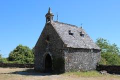 Bretonische traditionelle Steinkapelle stockfotografie