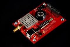 Brett der elektronischen Schaltung mit SMA-Verbindungsstück Stockfotos
