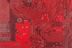Brett der Nahaufnahmeelektronischen schaltung schmutzig omputer Brett mit Chips und Komponenten Lizenzfreies Stockbild