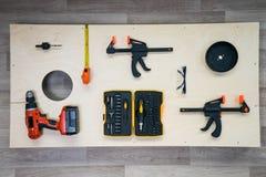Brett-flache Lage DIY Cornhole mit Werkzeugen Lizenzfreie Stockfotografie