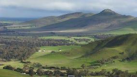Brett grönt landskap i Australien stock video