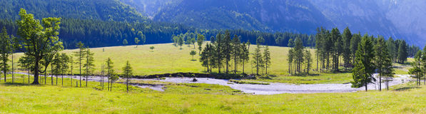 Brett panoramalandskap i Österrike Royaltyfri Bild