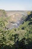 Brett siktsbakgrundslandskap av den Victoria Falls bron till Zimbabwe, Livingstone, Zambia Royaltyfria Bilder