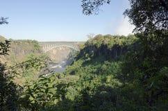 Brett siktsbakgrundslandskap av den Victoria Falls bron till Zimbabwe, Livingstone, Zambia Arkivbild