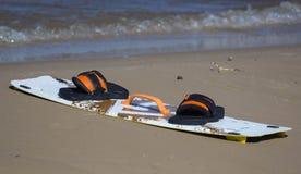 Brettdrachen auf dem Strand Stockfotos
