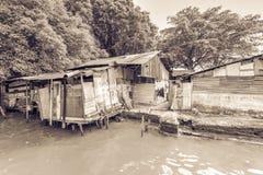 Bretterbude-Elendsviertelhaus der Weinlese altes nahe Malakka-Fluss Lizenzfreies Stockfoto