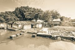 Bretterbude-Elendsviertelhaus der Weinlese altes nahe Malakka-Fluss Stockfoto