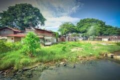 Bretterbude-Elendsviertelhaus der Weinlese altes nahe Malakka-Fluss Stockbild